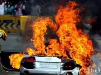 夏秋燥热天气隐患  当心汽车容易发生自燃